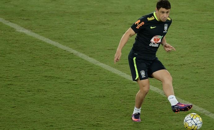 Giuliano no treino da seleção brasileira em Natal (Foto: Pedro Martins/MoWa Press)
