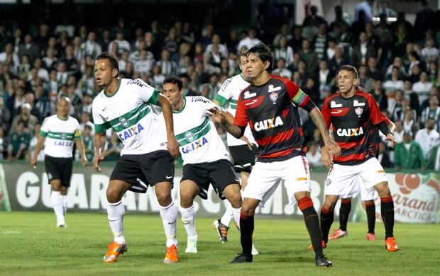 Bill, atacante do Coritiba, contra o Vitória (Foto: Site oficial do Coritiba/Divulgação)