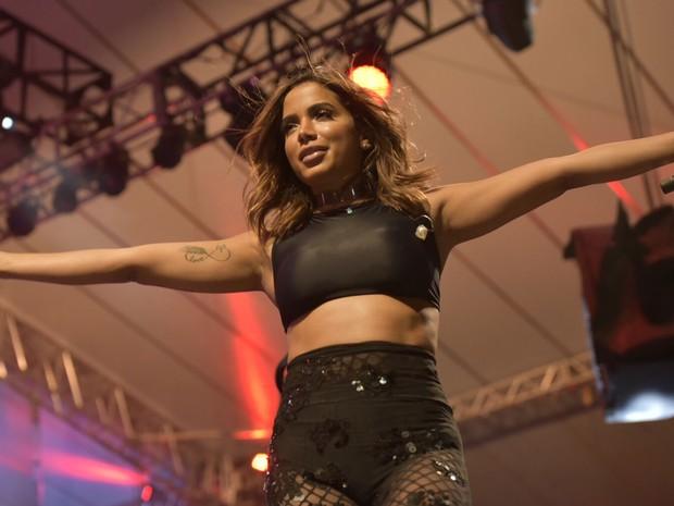 Não faltou energia para a funkeira Anitta em Salvador (Foto: Elias Dantas/Ag.Haack)