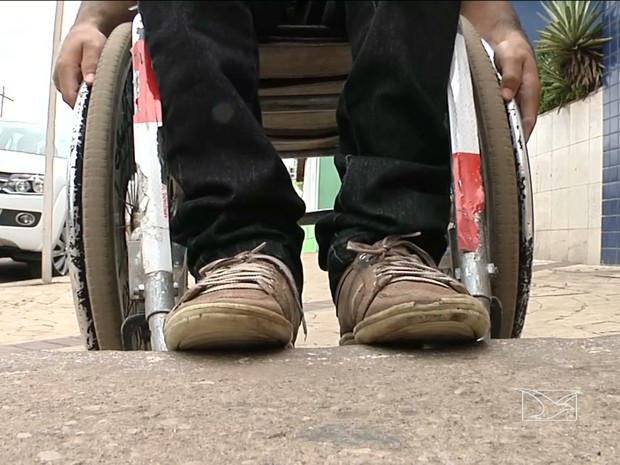 Pessoas com deficiência reclamam de acessibilidade em Imperatriz, MA (Foto: Reprodução / TV Mirante)