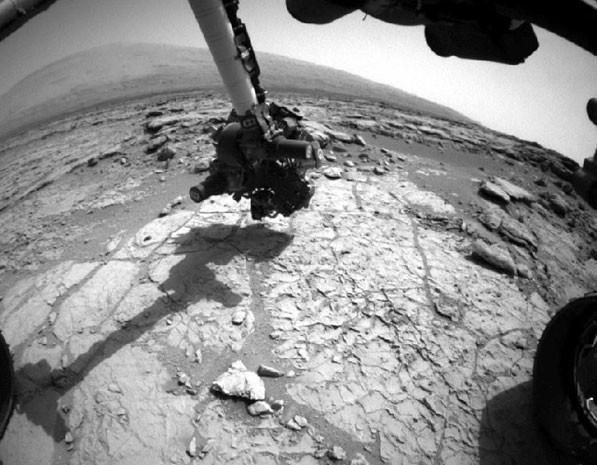 Foto da Nasa mostra a broca do robô Curiosity que perfurou o solo de Marte e coletou uma amostra. (Foto: NASA/JPL-Caltech)
