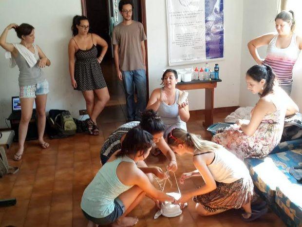 Alunos da USP de Piracicaba durante gincana para pagar dívida de IPTU (Foto: Giuliana Milani / Acervo Pessoal)