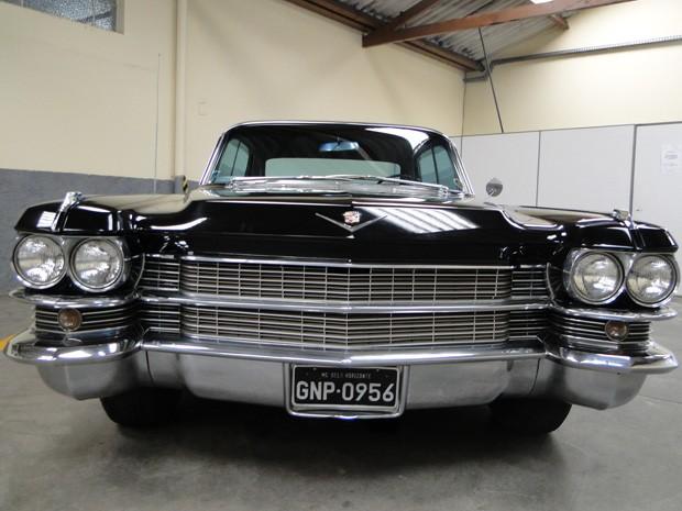 Cadillac Fleetwood 1963 será rifado pela Santa Casa de BH. (Foto: Sara Antunes/G1)