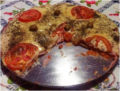 Pizza de pão de formâ
