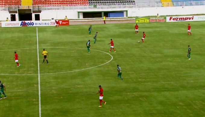 Boa Esporte vence o Uberlândia por 2 a 0 em Varginha (Foto: Reprodução EPTV / Carlos Cazelato)