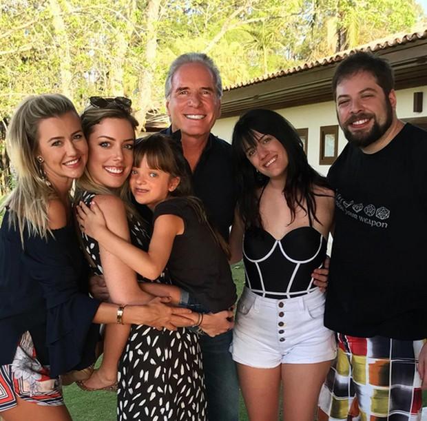 Roberto Justus com os filhos e a mukher, Ana Paula Siebert  (Foto: Reprodução/Instagram)
