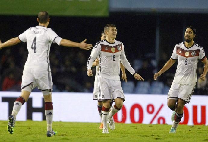 Kroos comemora gol da Alemanha (Foto: EFE)
