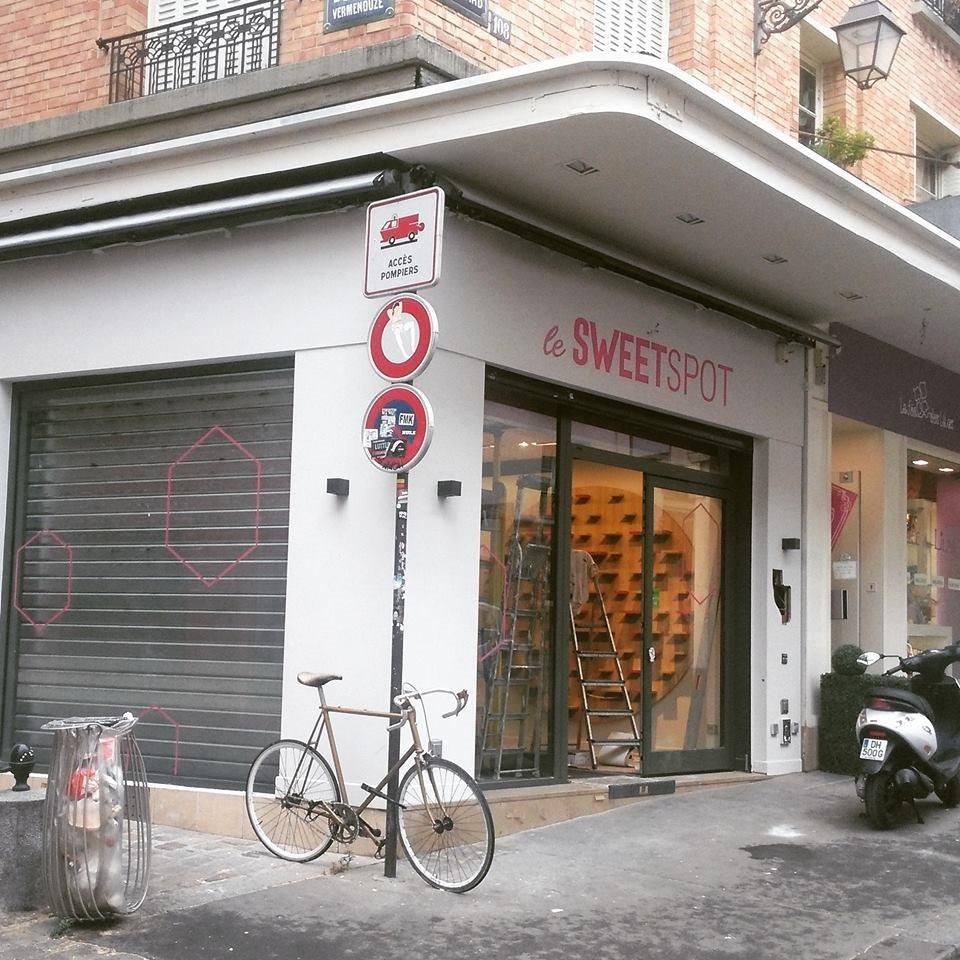 A fachada da Le SweetSpot, na rue Mouffetard em Paris.