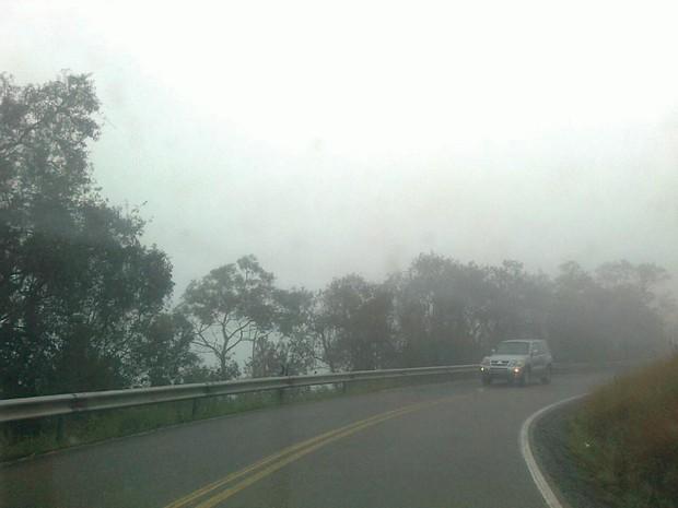 Neblina atrapalhou visibilidade dos motoristas (Foto: Rodrigo Speck/RBS TV)