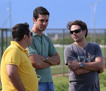 Ari Engracia, Raphael Magno Teles e Fernando Gelfuso acompanham treino do Botafogo (Foto: Rogério Moroti/Ag. Botafogo)