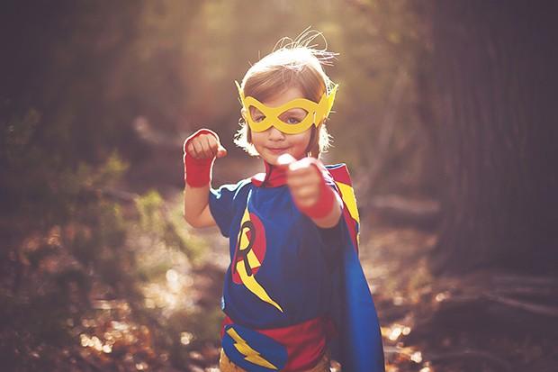 criança super heros (Foto: Adriana Varela / Getty Images)