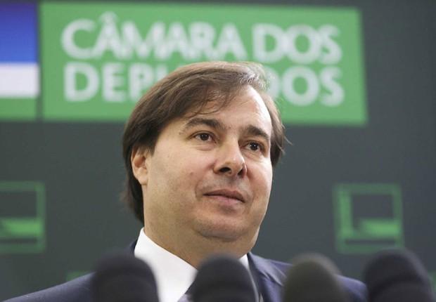 O presidente da Câmara dos Deputados, Rodrigo Maia (DEM-RJ) fala à imprensa (Foto: Marcelo Camargo/Agência Brasil)