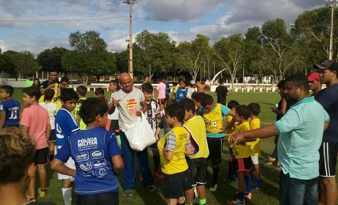 Projeto social de voluntários da PM ensina futebol a crianças de Salinas 161feaca5216c