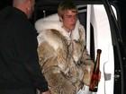 Justin Bieber aparece com look exótico em balada na Califórnia