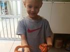 Davi Lucca, filho de Neymar, aparece segurando uma cobra em foto