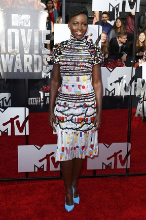 Lupita Nyong'o no MTV Movie Awards em Los Angeles, nos Estados Unidos (Foto: Danny Moloshok/ Reuters)
