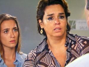 Beatriz se desespera ao saber da notícia (Foto: TV Globo)