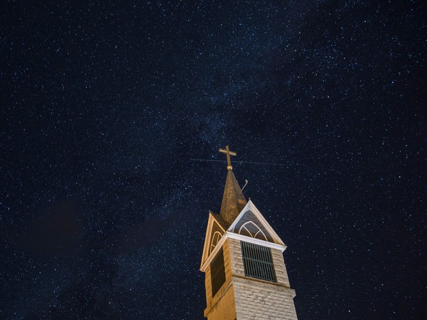 O cu estrelado ilumina a noite de Westcliffe, no Colorado (Foto: Reproduo/Instagram)