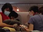 Passageiros filmam parto inesperado em voo de longa duração