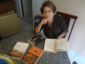 Professor Virginia Almoedo fala que holandeses queriam o lucro com a colônia (Foto: Vitor Tavares / G1)