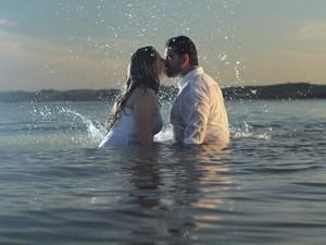 'Selinho' para álbum de casamento contrangia casal (Foto: Géssica Santos / arquivo pessoal)