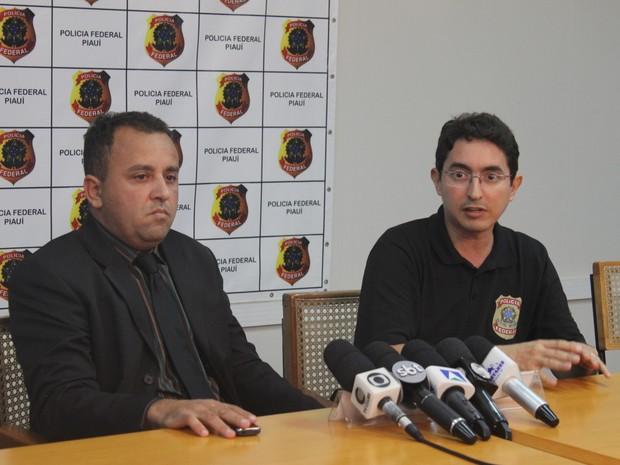 Delegado Carlos Alberto e o delegado Edilberto Vilanova (Foto: Ellyo Teixeira/G1)