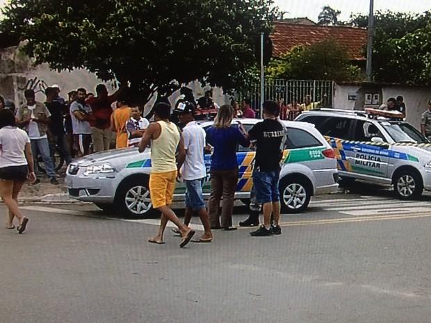 Jovem é morto a pauladas em Goiânia, Goiás (Foto: Reprodução/TV Anhanguera)
