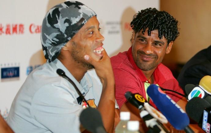 Frank Rijkaard Ronaldinho Barcelona (Foto: Getty Images)