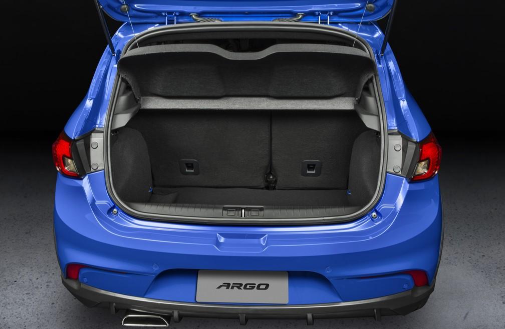 Porta-malas do Fiat Argo acomoda 300 litros (Foto: Divulgação)