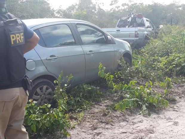 Veículos usados na fuga de detentos foram encontrados pela PRF (Foto: Divulgação/prf)