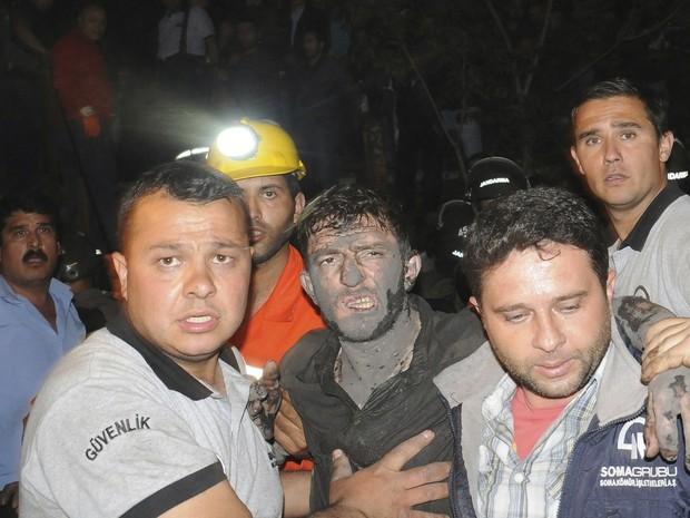 Número de mortos após explosão em mina da Turquia sobe para 151 (Foto: BULENT KILIC/AFP)