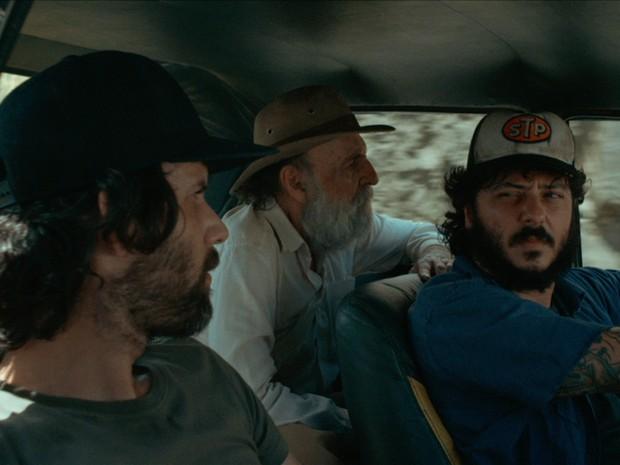 Belmonte (Mozine) e Maurício (Will) percorrem o interior do ES em um Oppala no 1º longa-metragem de Alexandre Serafini, (Foto: Reprodução/ Os incontestáveis)
