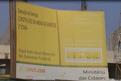 Placa na área exterior do Estádio Colosso do Tapajós (Foto: Reprodução/ TV Tapajós)