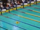 Com boia infantil, homem invade piscina em seletiva olímpica da Rússia