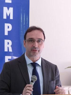 Presidente da Emprel, Eugênio Antunes, explicou funcionamento da página (Foto: Luna Markman / G1)