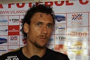 Gustavo Bastos retorna após cumprir suspensão (Foto: Reprodução / TV Anhanguera)