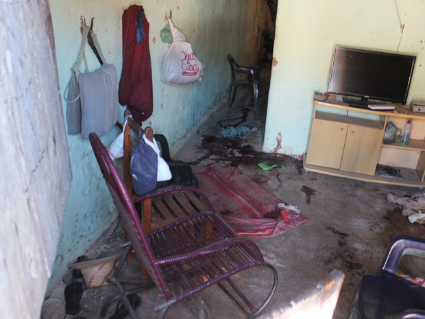Casa fica destruída depois que seis pessoas da mesma família são mortas em chacina no PI (Foto: Ellyo Teixeira/G1)