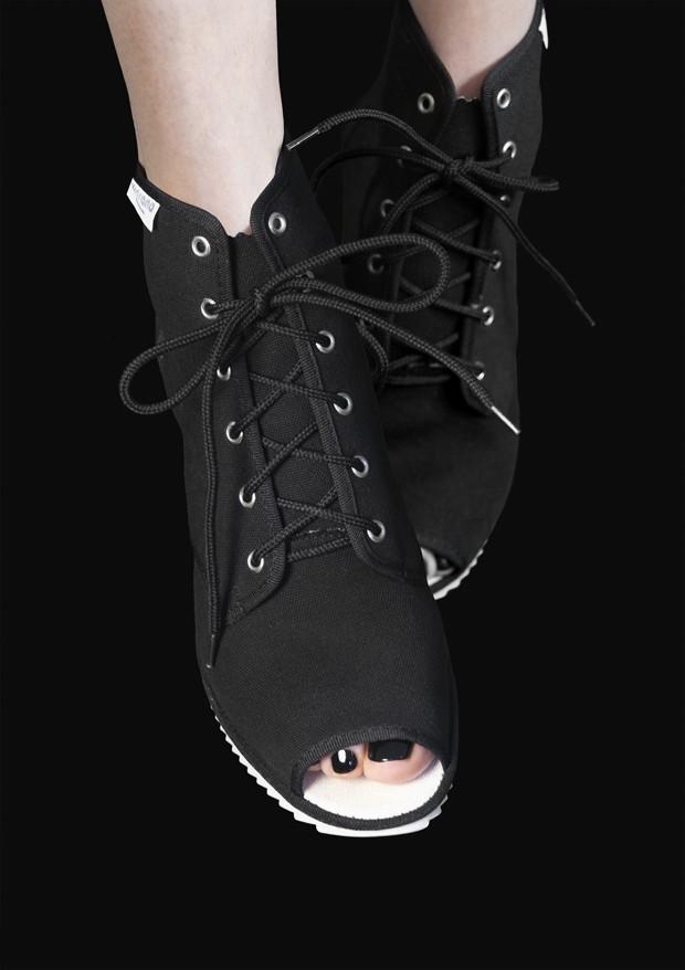 Os sapatos Nine Hour Delay de Irena Haiduk  (Foto: Divulgação)