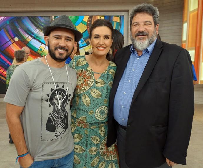 Bráulio Bessa, Fátima e Mario Sergio Cortella nos bastidores  (Foto: Carolina Morgado/Gshow)