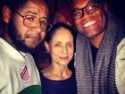 Anderson Silva e Sônia Braga curtem show de Emicida em Nova York