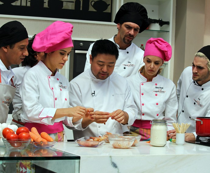 Chef Flávio Miyamura ensina a fazer petisco de camarão com maiones caseira (Foto: Carolina Morgado/Gshow)