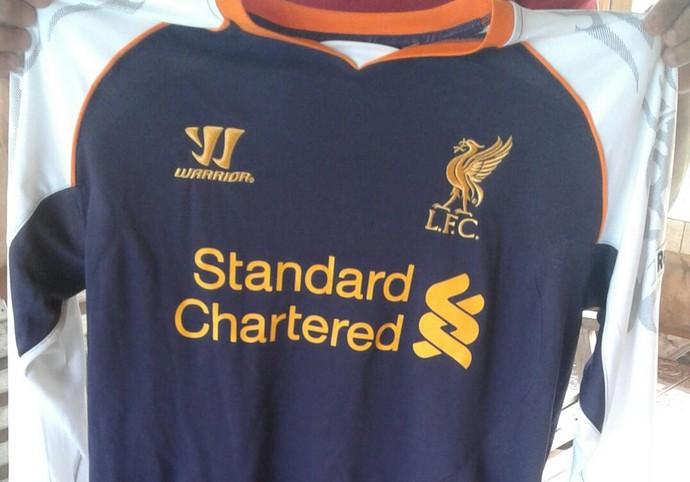 Família de Rafael Vitório vende uniformes do Liverpool para ajudar em tratamento contra leucemia (Foto: Arquivo pessoal)