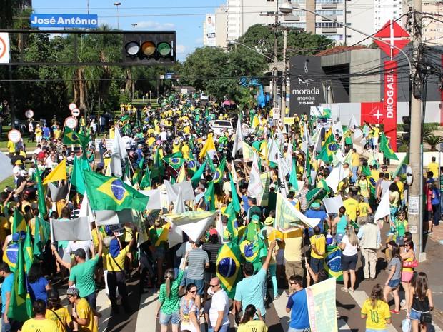 CAMPO GRANDE (MS) - manifestantes fazem ato contra governo Dilma e corrupção (Foto: Ronie Cruz/G1 MS)