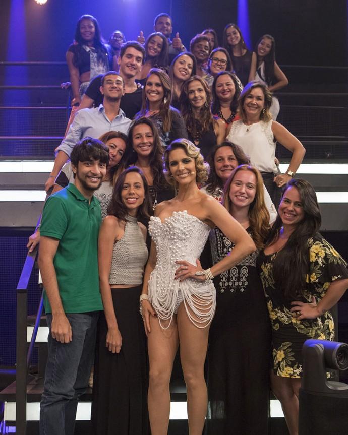 Fernanda Lima posa com a plateia do Amor & Sexo (Foto: Felipe Monteiro/Gshow)