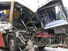 Acidente entre ônibus de romeiros e carreta mata 2 e fere mais de 40