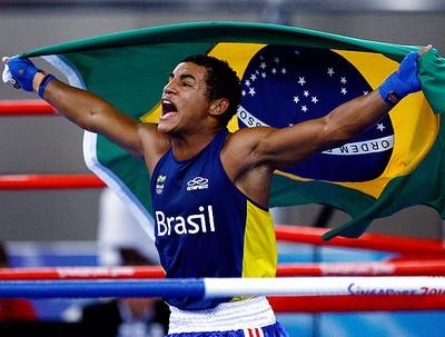 David Lourenço comemora ouro no boxe dos Jogos da Juventude (Foto: Wander Roberto / COB)