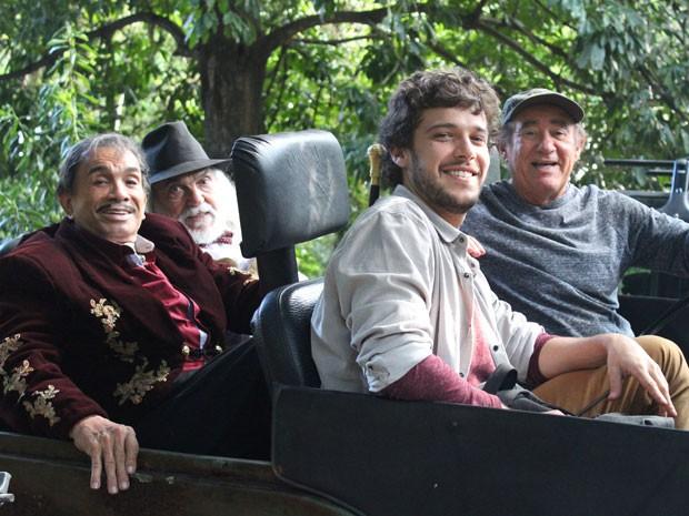 Ator comenta parcerias do elenco em cena (Foto: Rodrigo Dau/Gshow)