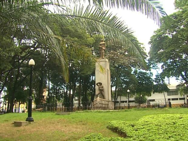 Praça Luís de Camões, no Centro de Ribeirão Preto (Foto: Reprodução/EPTV)