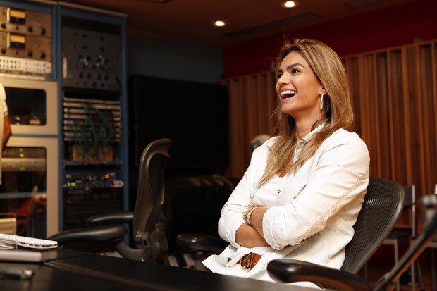 Kelly Key em estúdio de música na Zona Oeste do Rio (Foto: Marcos Serra Lima/EGO)