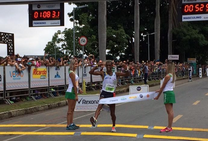 Giovani dos Santos é campeão da Volta da Pampulha 2016 (Foto: Marcio Kato/MBraga Comunicaçao)